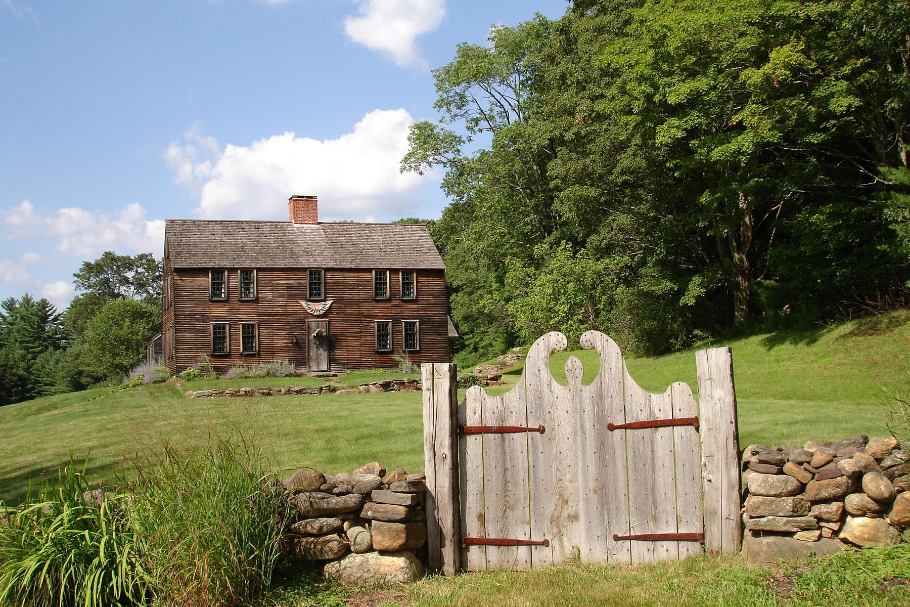 Early american colonial antique homes for Early american house styles