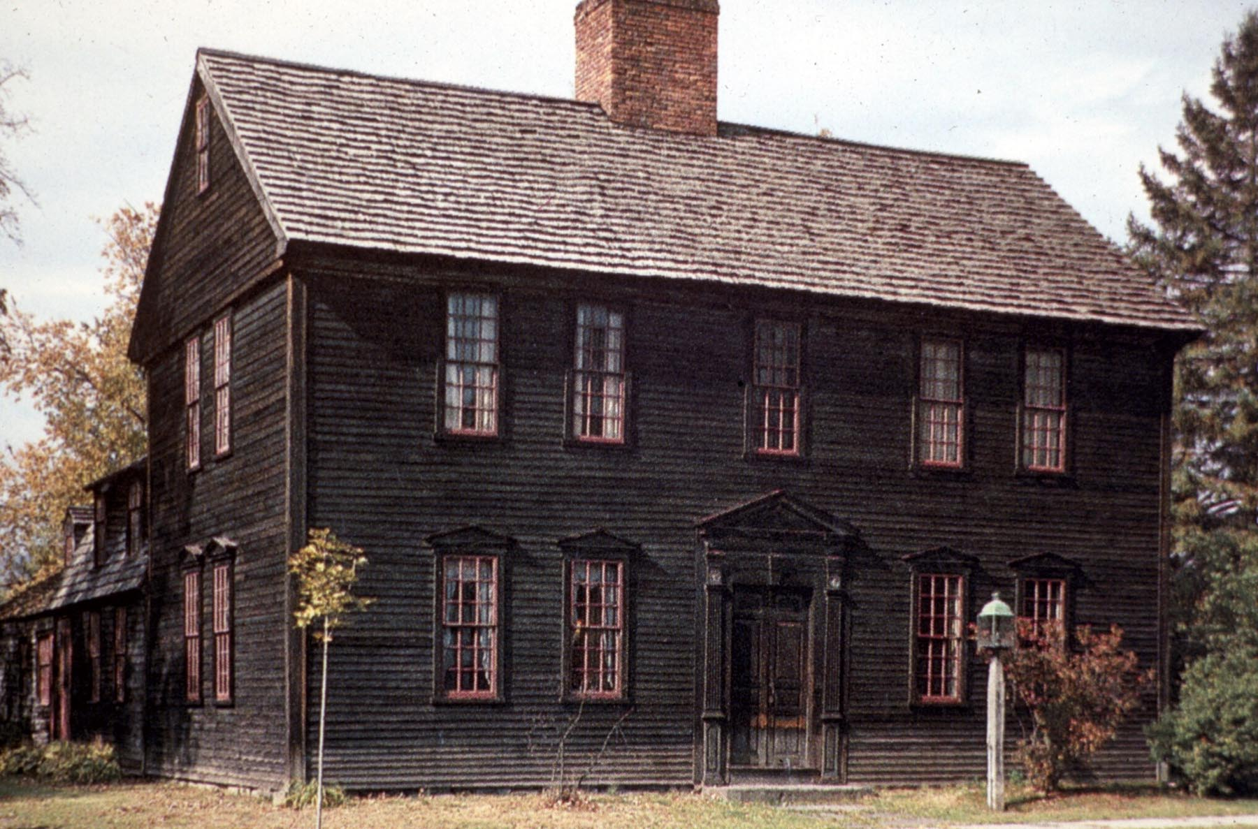 Early American Colonial Antique Homes